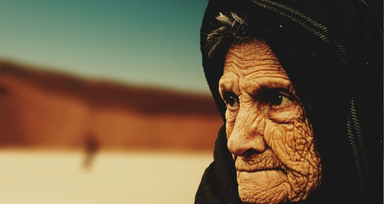 old-woman-desert-old-age-bedouin-40509.jpg